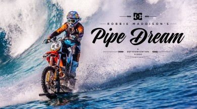 Sjíždět vlnu na motorce, to si může dovolit jen Robbie Maddison