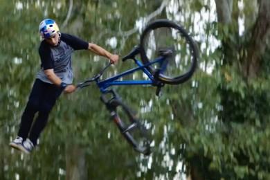 Anthony Messere vám ukáže, jak se jezdí na kole bez zbytečných keců!