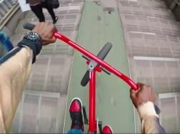 Tokio okem bikera Nigela Sylvestera