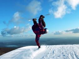 Kanadské snowboardové duo v luxusním snowparku