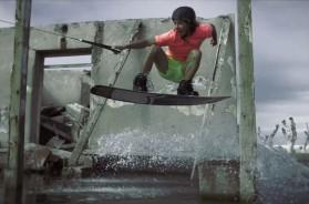 Wakeboarding v zatopených zříceninách